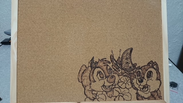 ハンダコテで装飾を加えたコルクボード03